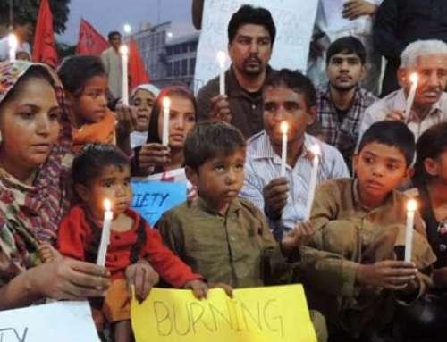 Eltern lebendig verbrannt für angebliche Entweihung des Koran
