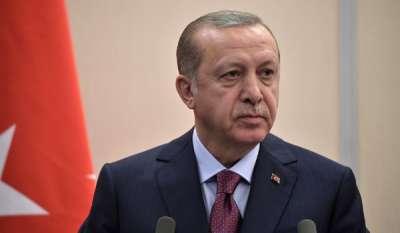 Der türkische Präsident Erdogan führt völkerrechtswidrige Militärschläge durch und verletzt massenhaft Menschenrechte.