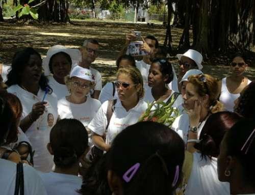 """""""Damen in Weiß"""" richten Hilferuf an Papst"""