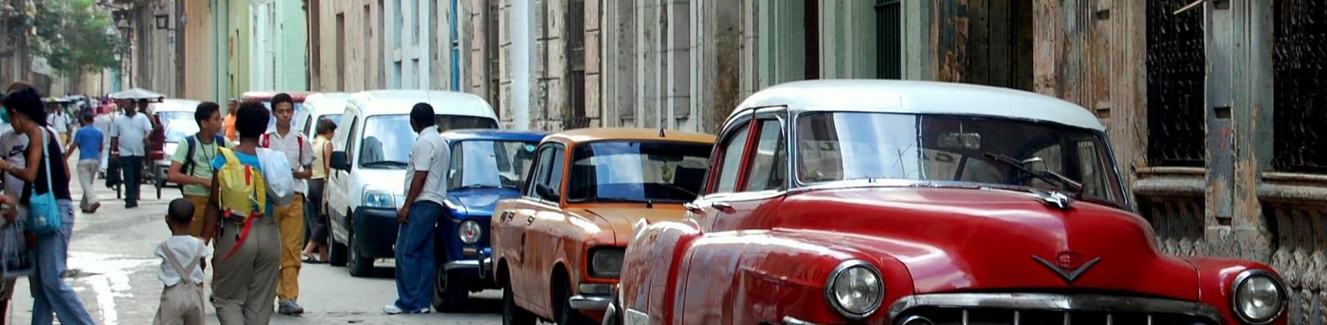 Der realsozialistische Inselstaat Kuba liegt in der Karibik. Er grenzt im Nordwesten an den Golf von Mexiko, im Nordosten an den Atlantischen Ozean und im Süden an das Karibische Meer.