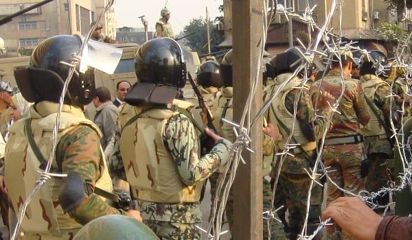 Ägypten betreibt in großem Umfang Menschenrechtsverletzungen. Das Militär hat enormen Einfluss.