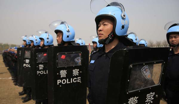 Chinesiche Polizisten in Formation