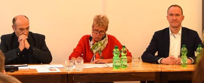 Ulli Nissen, MdB, berichtet von ihren Patenschaften beim Iran-Forum der IGFM