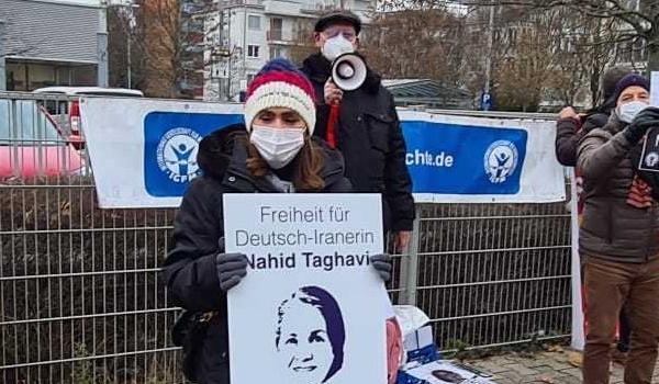 Am Internationalen Tag der Menschenrechte, am 10. Dezember 2020, fanden in Frankfurt am Main eine Mahnwache vor dem iranischen Konsulat und eine Kundgebung vor dem Rathaus statt.