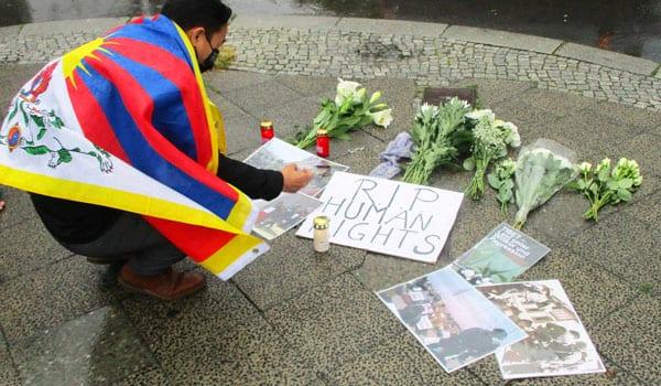 Protestkundgebung vor der Botschaft Chinas in Berlin